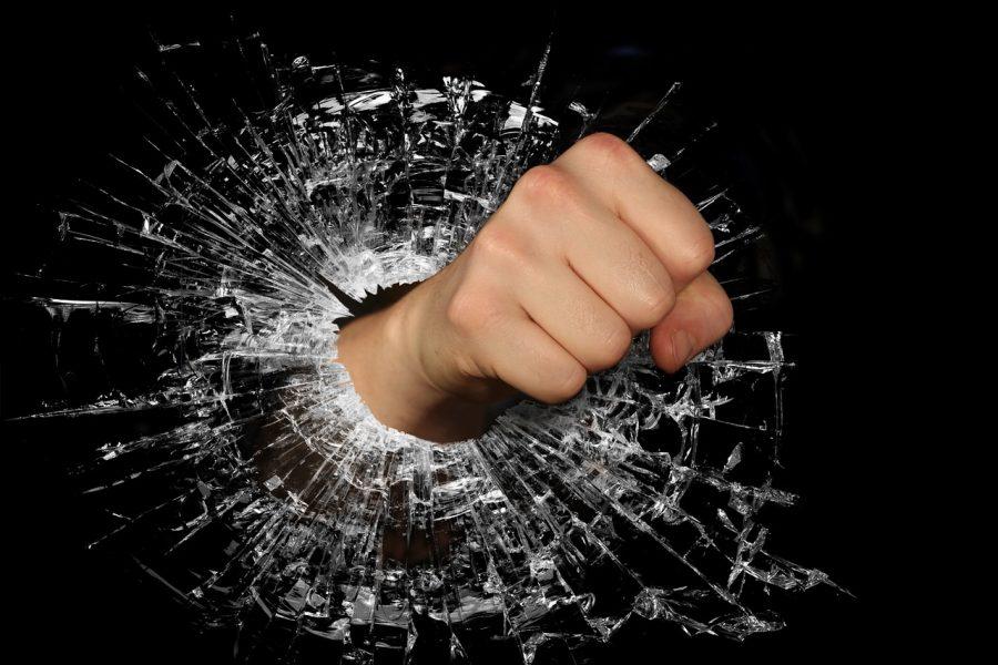 Market crash: XRP, Litecoin [LTC] slump by 9% and 12%; support-level breach possible